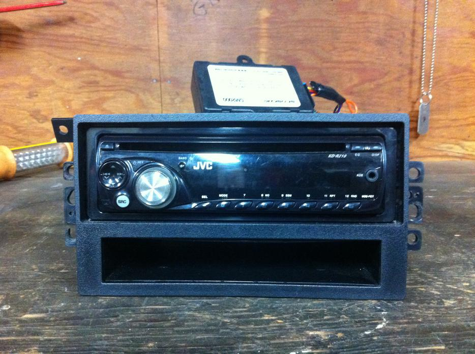 Jvc cd deck out of 2003 gmc truck Malahat (including Shawnigan Lake & Mill Bay), Victoria - MOBILE