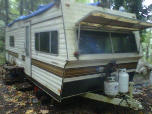 1979 27 Ft Holidaire Travel Trailer Outside Nanaimo Nanaimo