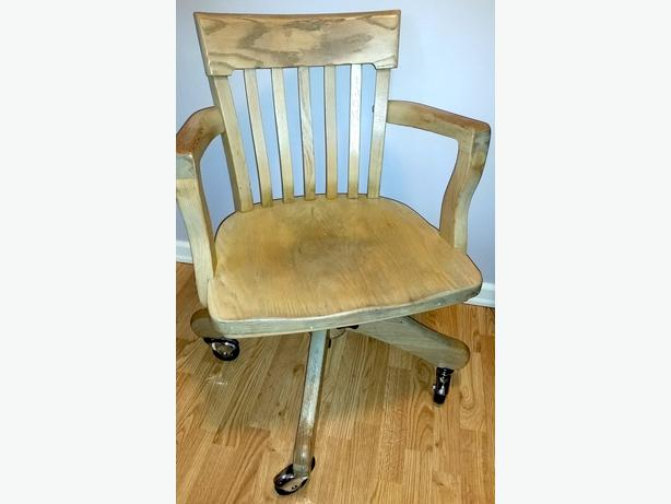 Wood Swivel Desk Chair On Casters Victoria City Victoria