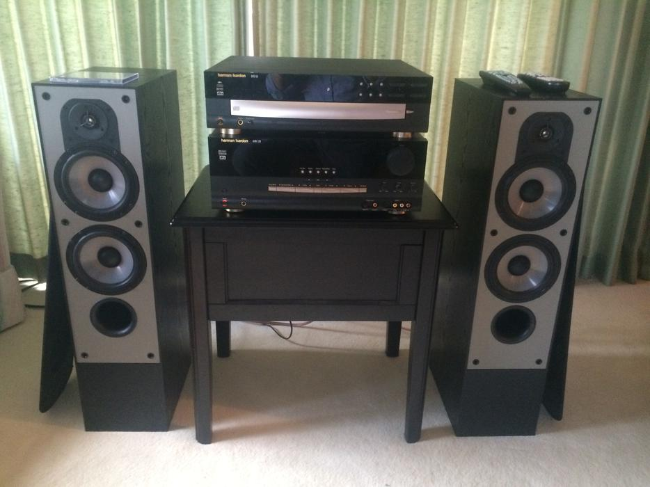 harman kardon stereo system with speakers saanich victoria. Black Bedroom Furniture Sets. Home Design Ideas