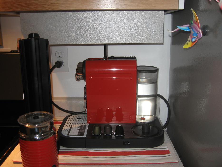 Nespresso CitiZ AND Aeroccino 3 Milk Frother AND 2 CAPSULE HOLDERS West Shore # Nespresso Ottawa
