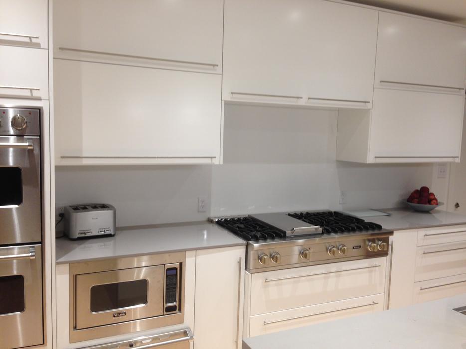 White lacquered kitchen cabinets north regina regina for Kitchen cabinets york region