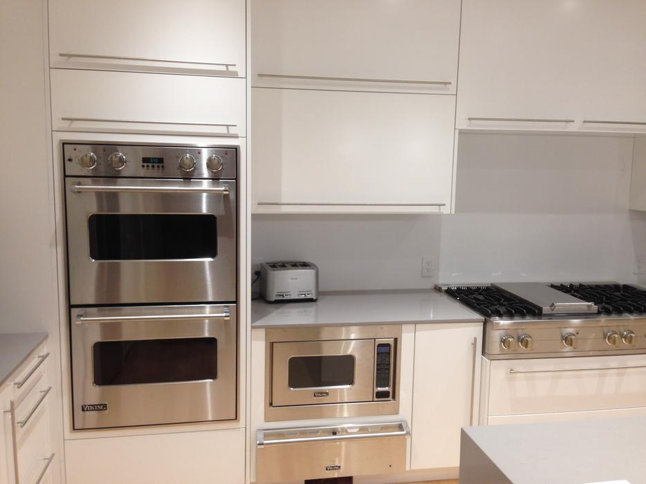 White lacquered kitchen cabinets north regina regina for Kitchen cabinets kamloops