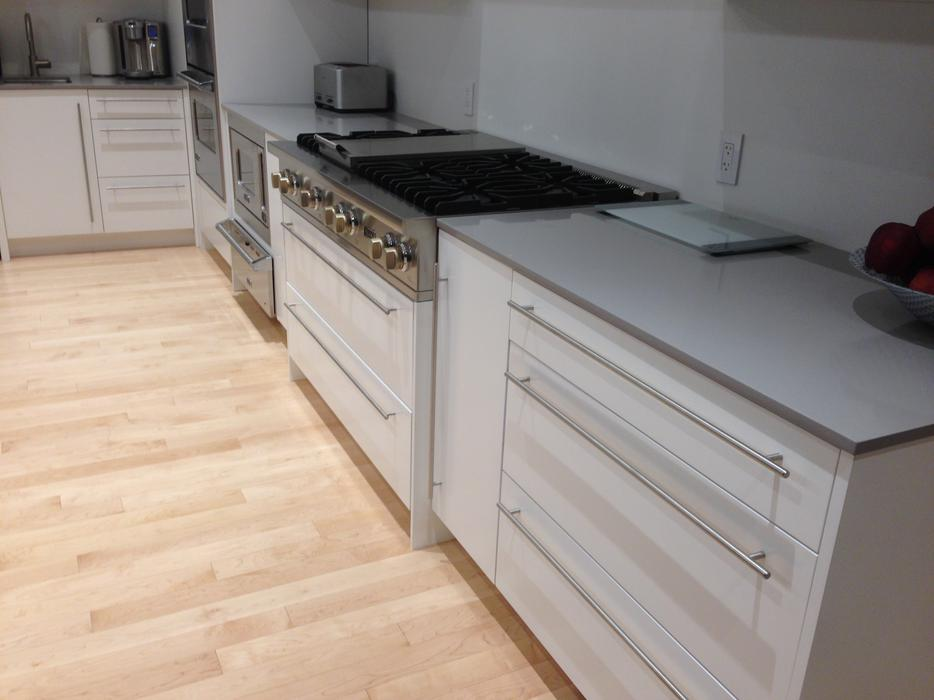 White lacquered kitchen cabinets north regina regina for Kitchen cabinets regina