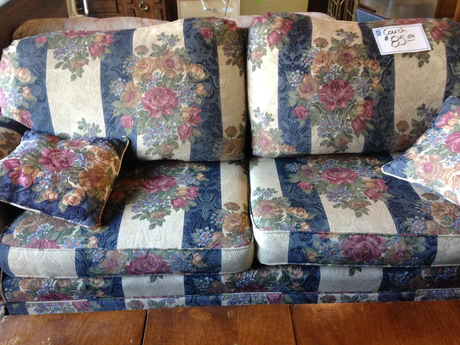 Was 85 Nice Couch For Sale At St Vincent De Paul Thrift Store Saanich Victoria Mobile
