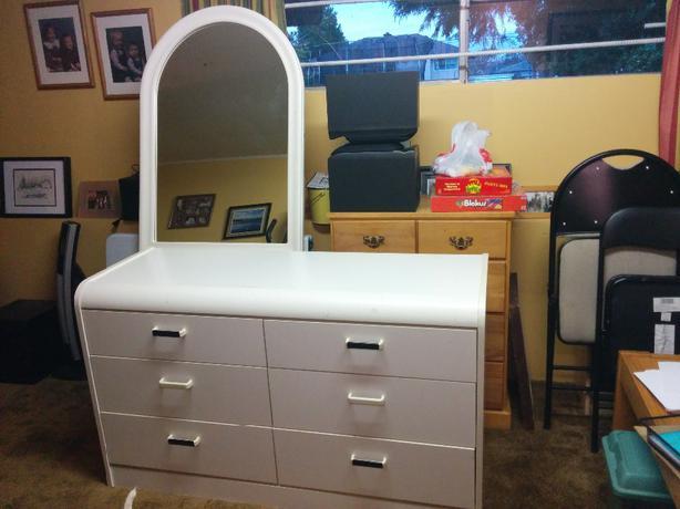 Children S White Dresser W Mirror Saanich Victoria