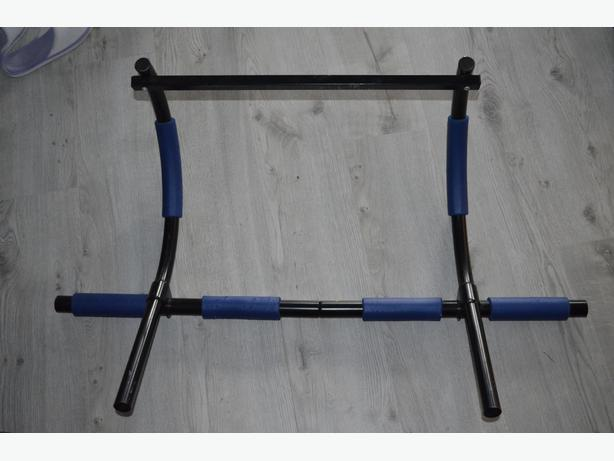 Door frame chin up bar west shore langford colwood for Door frame pull up bar