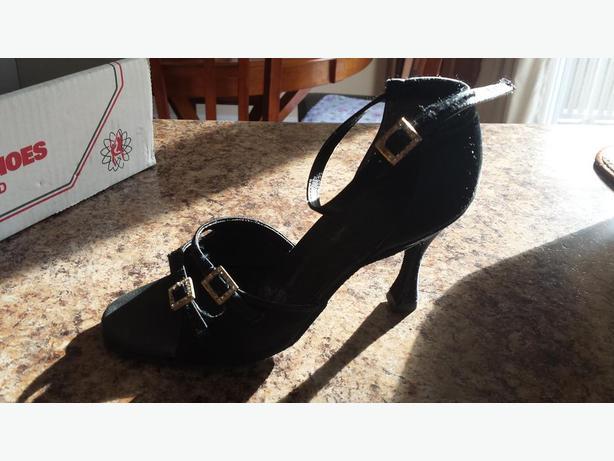 Ballroom dancing shoes size 6