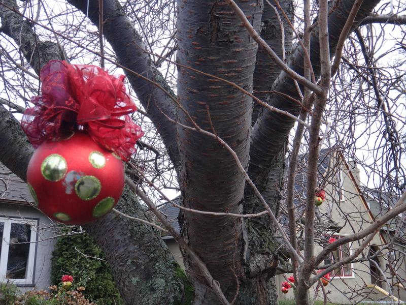 32 Large Outdoor Christmas Ball With Bows Saanich Victoria