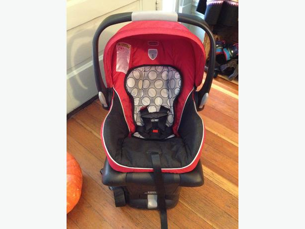 britax b safe infant car seat victoria city victoria. Black Bedroom Furniture Sets. Home Design Ideas