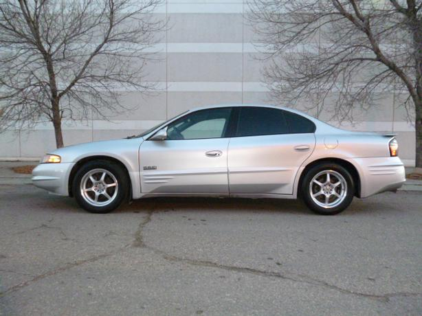 2001 pontiac bonneville ssei sedan north regina regina. Black Bedroom Furniture Sets. Home Design Ideas