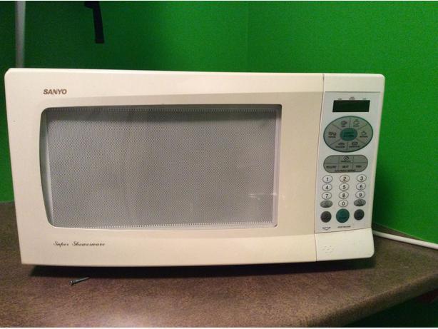 The Wave Nanaimo >> Sanyo Super Showerwave Microwave Oven Saanich, Victoria