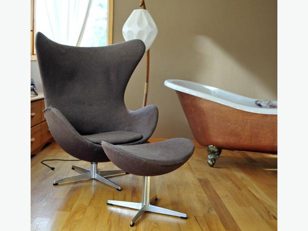 original arne jacobsen egg chair with original matching. Black Bedroom Furniture Sets. Home Design Ideas