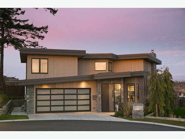 Luxury private brand new modern view home victoria city for Modern view homes