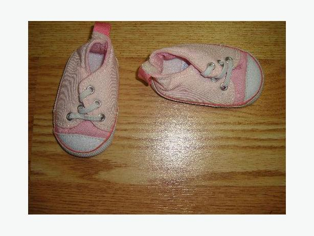 Pink Runners Size 0-3m Infant Old Navy - Excellent Condition!