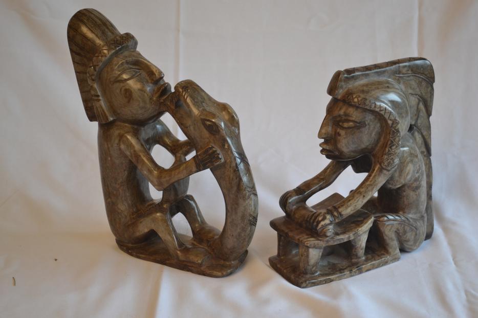 Soapstone aztec carvings outside nanaimo