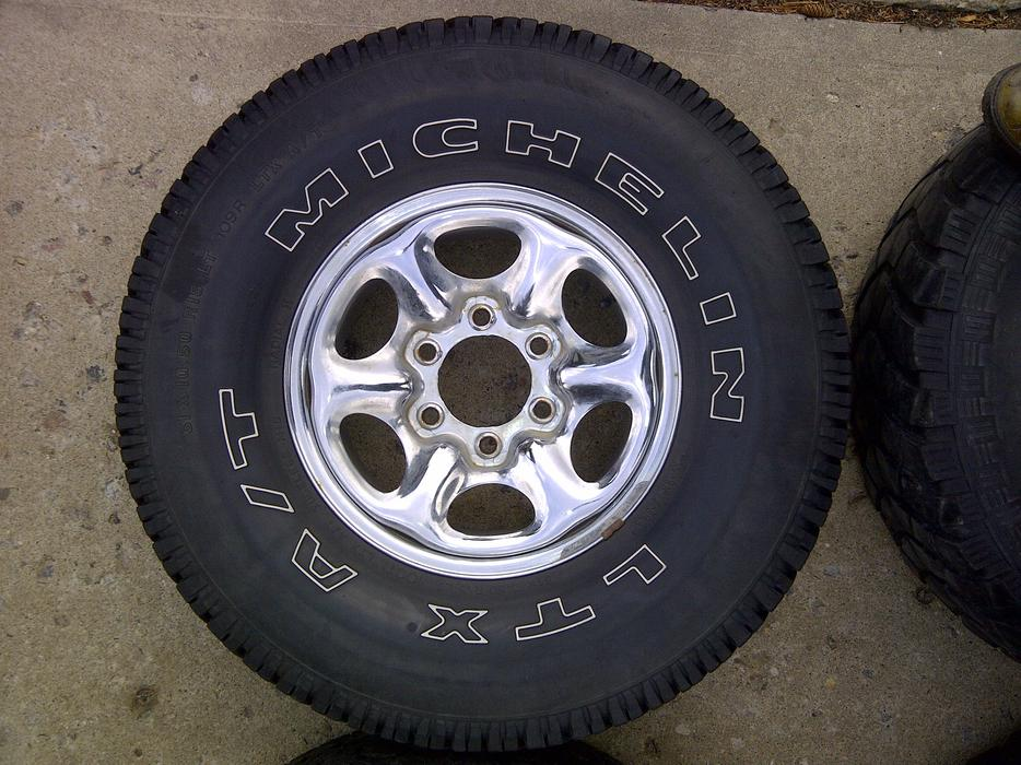 Five 31x10 5r15 Rims And Tires 6x5 5 Bolt Nissan