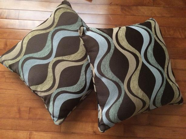 Decorative Pillows Victoria Bc : 2 Sofa decorative pillows $25 OBO Saanich, Victoria