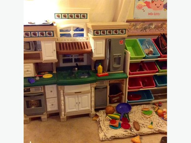 Delux Step 2 Dream Kitchen With Accessories And Storage Shelf Sooke Victoria