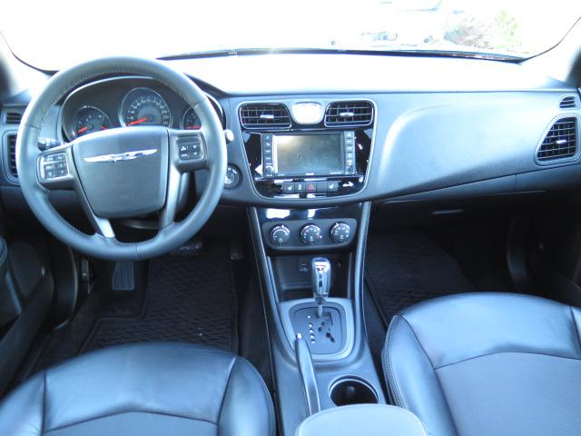 2013 chrysler 200 s w leather interior navigation. Black Bedroom Furniture Sets. Home Design Ideas
