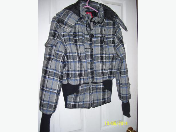 Girl's LG Size 14 plaid winter coat like new with removeable hood