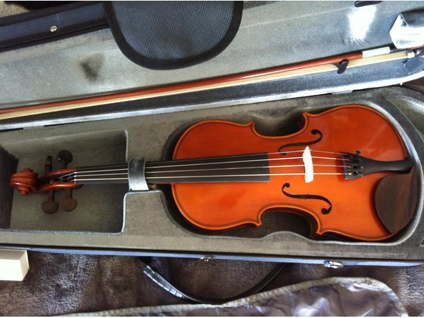 Yamaha v5 violin outfit 4 4 saanich victoria for Violin yamaha 4 4