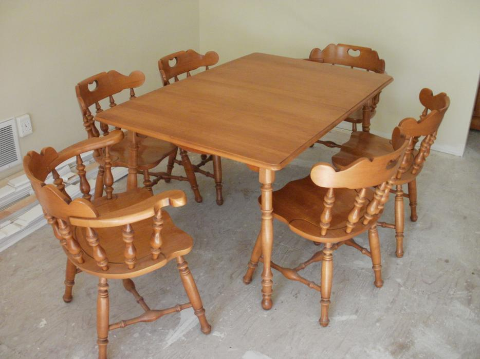 Roxton Maple Dining Room Set