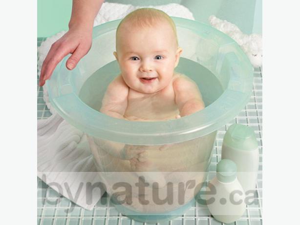 spa baby european bath tub victoria city victoria. Black Bedroom Furniture Sets. Home Design Ideas