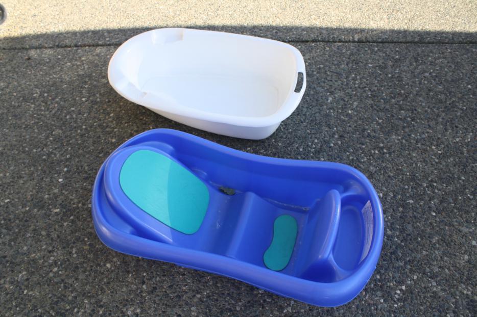 2 baby bath tubs reduced saanich victoria. Black Bedroom Furniture Sets. Home Design Ideas