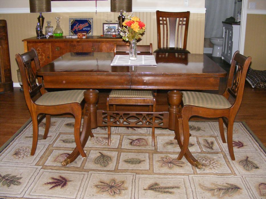 Duncan phyfe dining room table and chairs malahat for Dining room tables victoria