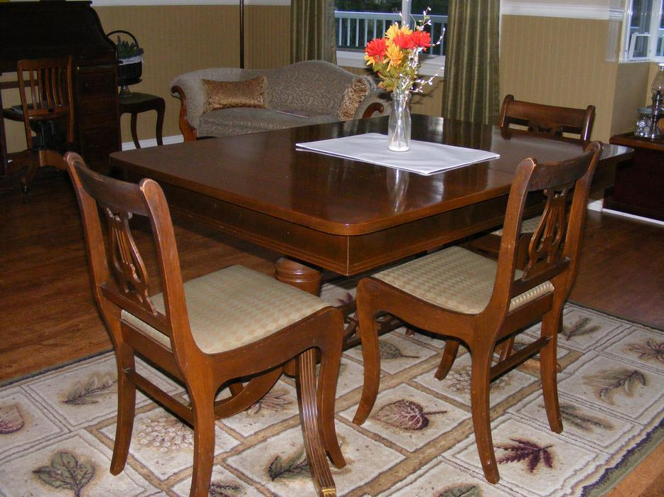 Duncan phyfe dining room table and chairs malahat for Dining room tables kelowna