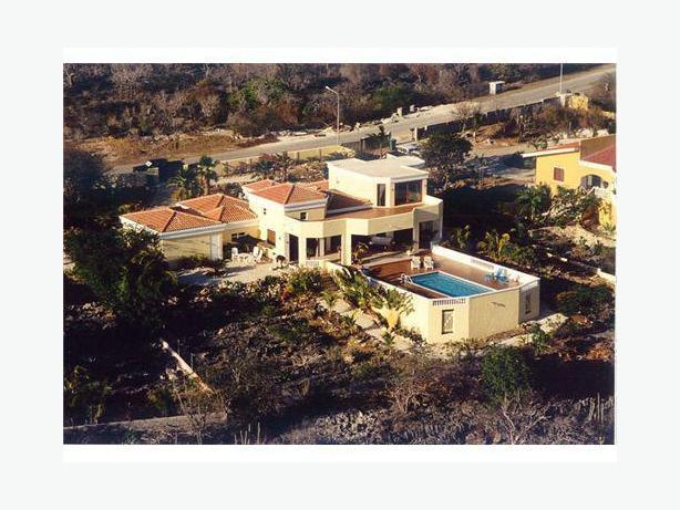 Caribbean Villa In Bonaire - A Scuba Diver's Paradise