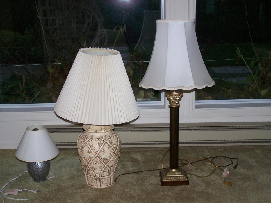 Salt Lamps Guelph : each for 2 side tables. 3 table lamps for USD 5 Saanich, Victoria