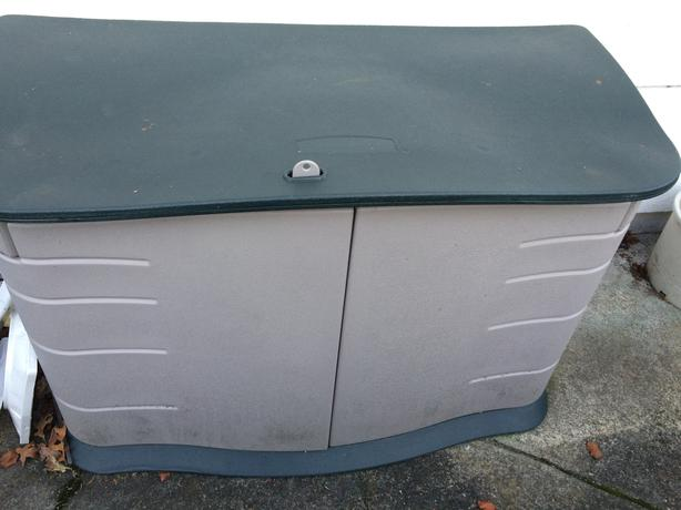 Rubbermaid outdoor storage esquimalt view royal victoria for Outdoor storage units for sale