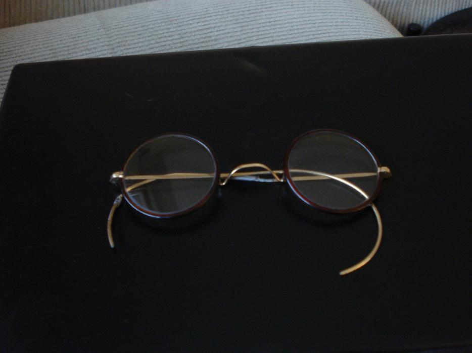vintage reading glasses city