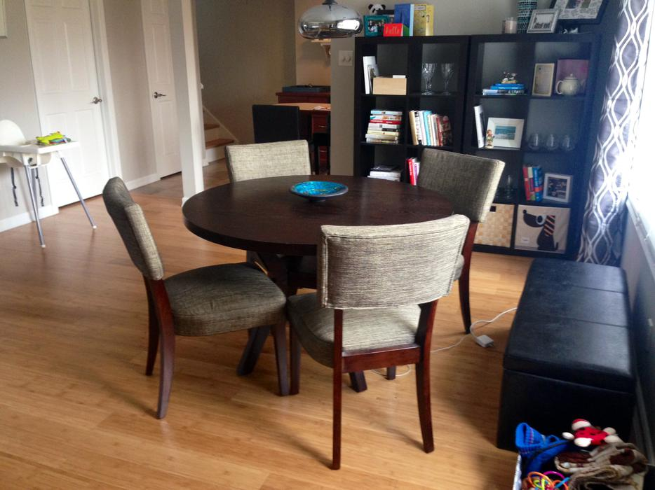 Round Dining Table and Four Chairs Nepean Ottawa : 43133102934 from www.usedottawa.com size 934 x 700 jpeg 81kB