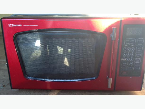 Emerson Red Microwave 12992