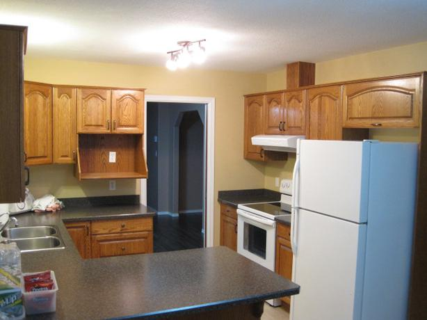 14 pieces oak kitchen cabinets with countertop north for Kitchen cabinets nanaimo