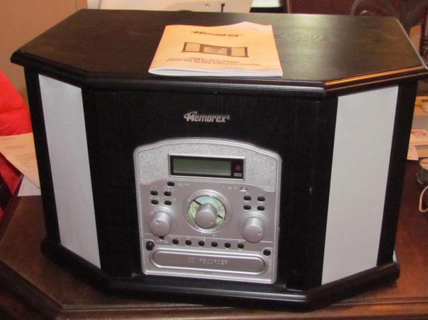 memorex turntable cd cassette am  fm radio also records