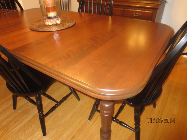 Maple dining room table with extensions nepean ottawa for Maple dining room table