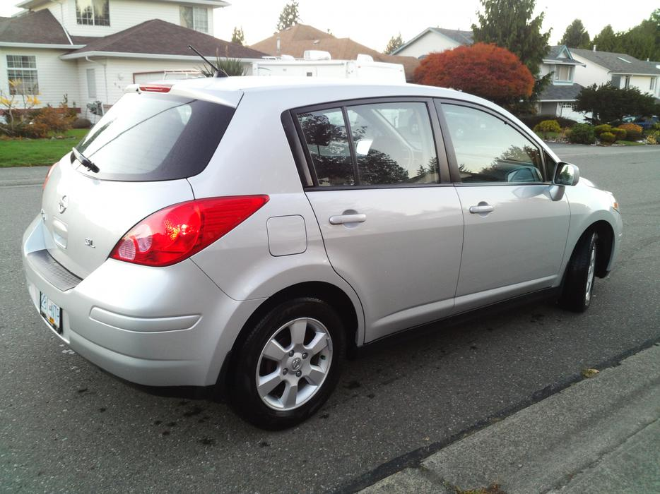2010 nissan versa 1 8 sl hatchback north nanaimo nanaimo. Black Bedroom Furniture Sets. Home Design Ideas