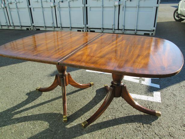 Duncan phyfe mahogany dining room table sooke victoria for Duncan 5 dining room table