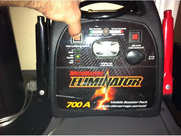 700 Amp Motomaster Eliminator Mobile Booster Pack