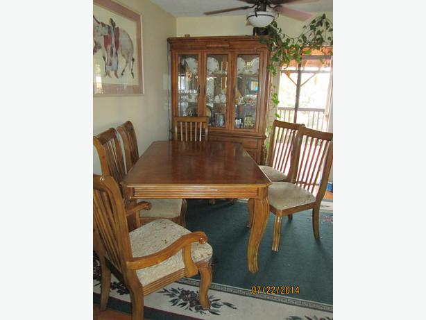 Dining room hutch table with 6 chairs outside nanaimo for Dining room hutch canada
