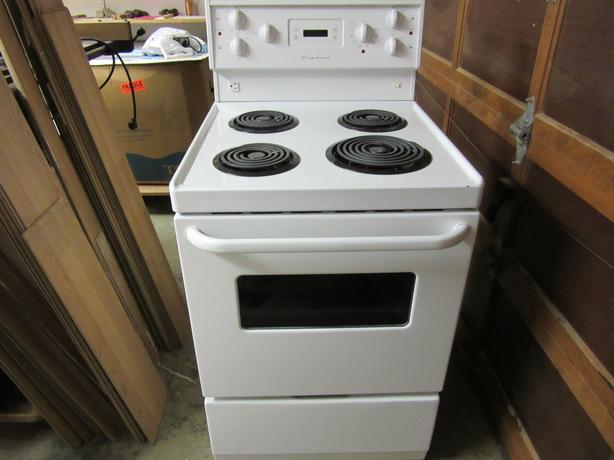 stove frigidaire 24 inch saanich victoria. Black Bedroom Furniture Sets. Home Design Ideas