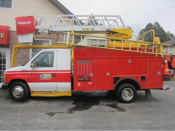2000 Ford E450 Super Duty Bucket Truck  Van Front