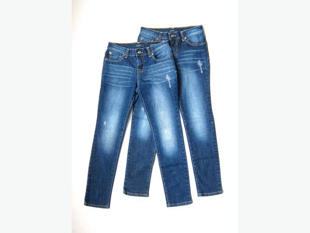 Determine jeans size based on girl's age: Determine jeans size from size chart below based on age. Easy-to-use method, but it is not very accurate. Easy-to-use method, but it is not very accurate. Size Types (Slim or Regular).