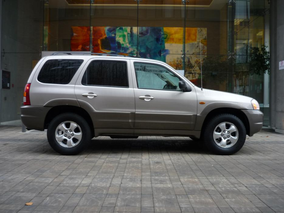 2001 mazda tribute es 4x4 with only 126k victoria city. Black Bedroom Furniture Sets. Home Design Ideas