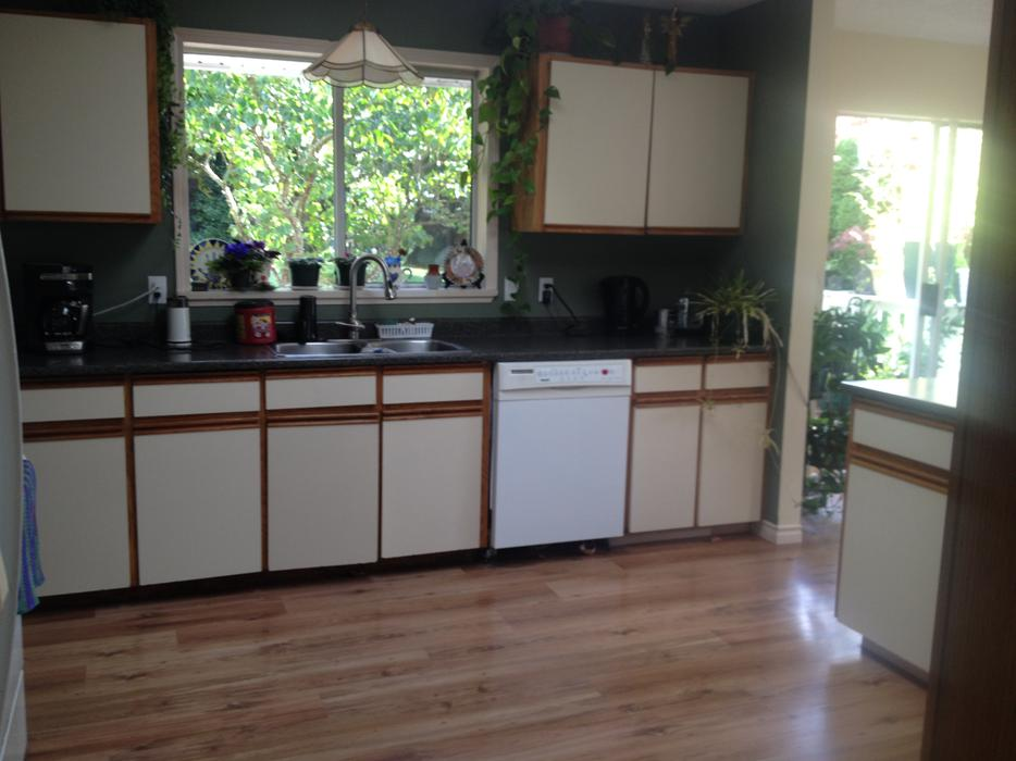 Kitchen cabinets for free sooke victoria for Kitchen cabinets victoria