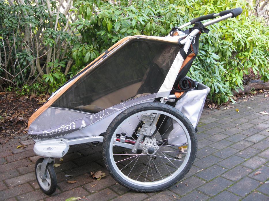 chariot cougar 2 double jogger bike trailer saanich. Black Bedroom Furniture Sets. Home Design Ideas
